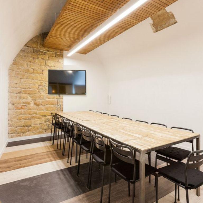 Notre salle de réunion NIKI idéale jusqu'à 15 personnes ! Quartier Chatelet les Halles - Beaubourg
