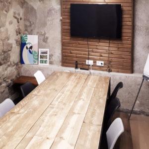 DALI, notre salle de réunion pour 8 personnes, une ambiance tranquille et sereine... Coworking au coeur de Paris pour vos meeting et formations