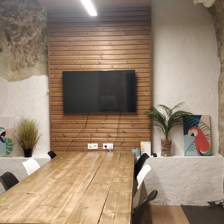 Salle de réunion DALI 8 pers - myCowork Beaubourg 3 - espace de coworking Paris4 - implantation réunion classique