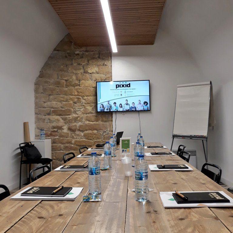 Salle de réunion NIKI 15 pers - myCowork Beaubourg 3 - espace de coworking Paris4 - implantation réunion