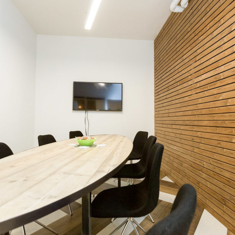 Salle de réunion FEDERICI 8 pers - myCowork Montorgueil - espace de coworking Paris2 - implantation réunion
