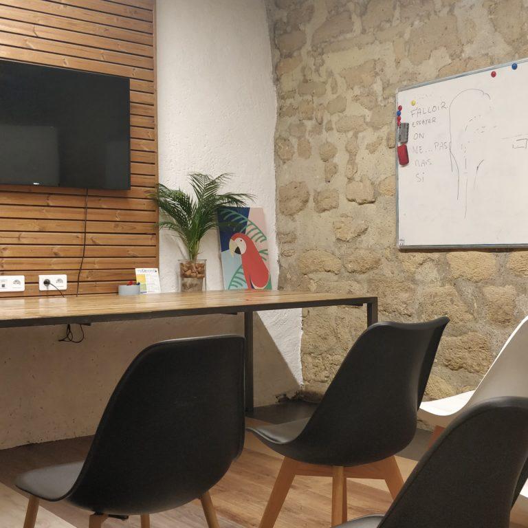 Salle de réunion DALI 8 pers - myCowork Beaubourg 3 - espace de coworking Paris4 - implanation théatre