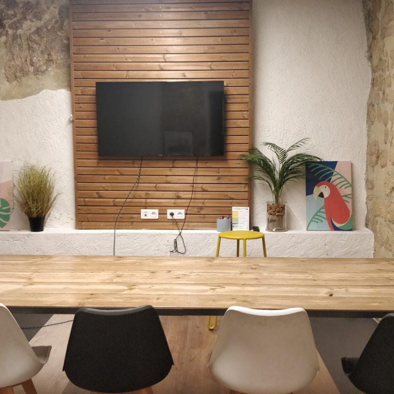 Salle de réunion DALI 8 pers - myCowork Beaubourg 3 - espace de coworking Paris4 - implantation classroom