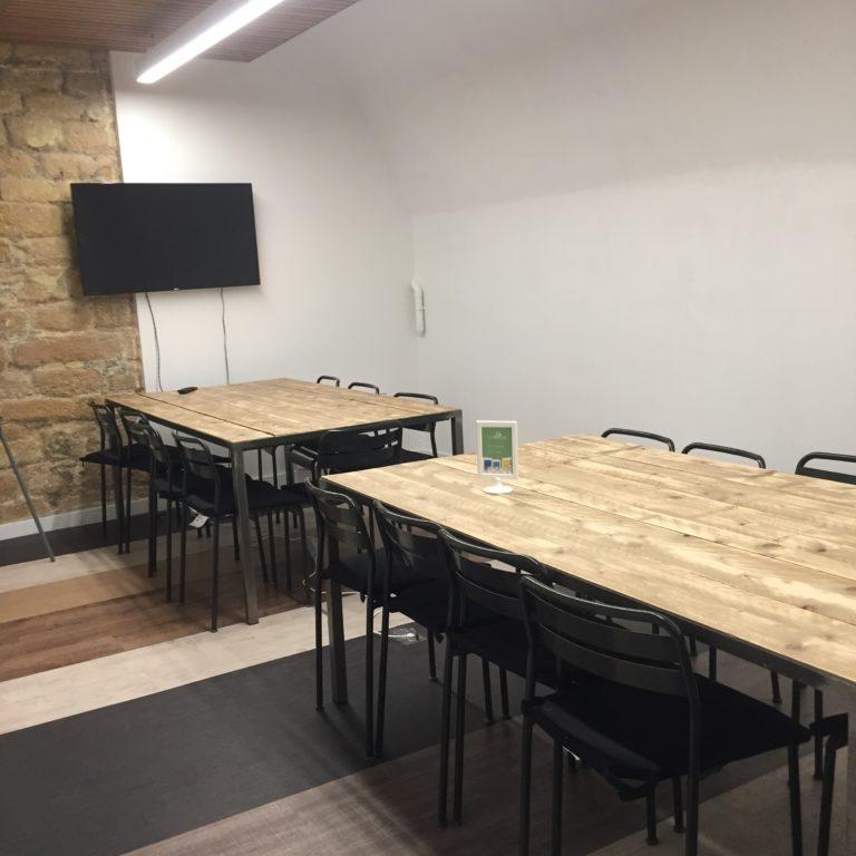 Salle de réunion NIKI 15 pers - myCowork Beaubourg 3 - espace de coworking Paris4 - implantation sous commission ou team bulding
