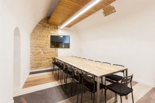 location de salle de réunion - Salle NIKI - 15 personnes - myCowork Beaubourg à l'heure et à la journée